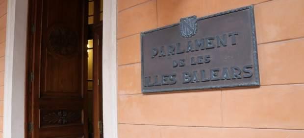 El Parlament insta al Govern a impulsar el proceso de clusterización de los sectores de moda y ...