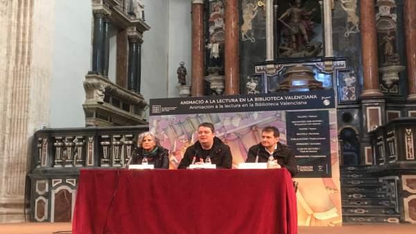 Manuel Bartual (centro) en el Encuentro de Escritores