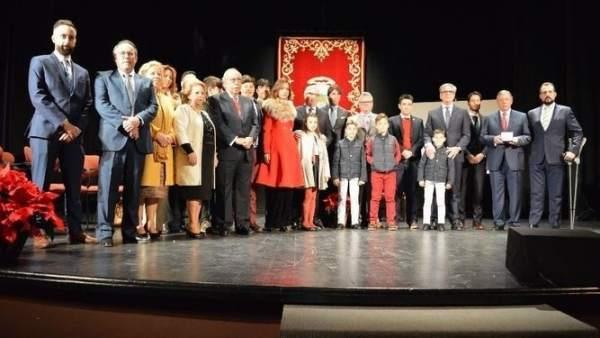 La familia de Iluminaciones Ximénez en la distinción en Puente Genil