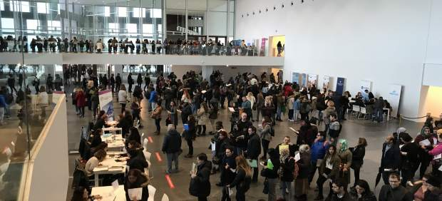 Cerca de 2.000 personas asisten durante la mañana de este jueves a la segunda jornada de la Feria ...