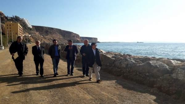 Visita a los trabajos de regeneración de la playa de El Palmer de Enix