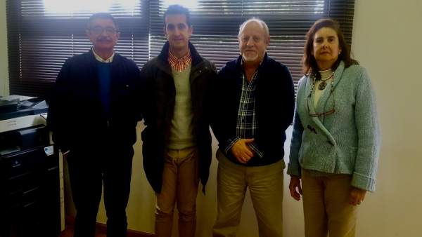 Nota De Prensa Y Foto: El Archivo Municipal Recibe Una Importante Donación