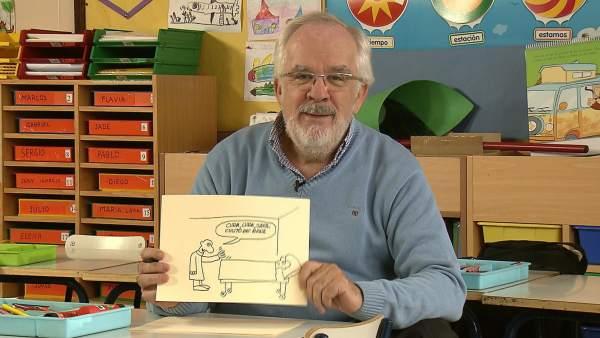 Antonio Fraguas (Forges) mostrando una de sus viñetas.