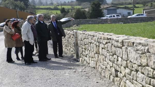 De la Sierra visita los trabajos ya finalizados de los muros