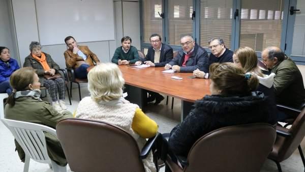 Dirigentes del PP se reúnen con el sector de la chirla de Isla Cristina.
