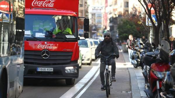 Ciclista circulando por Centro