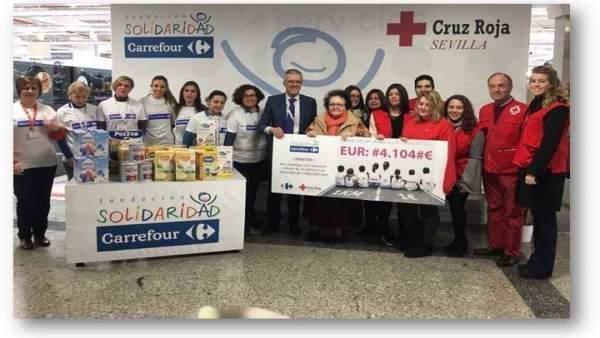 Carrefour dona más de 4.000 euros a Cruz Roja
