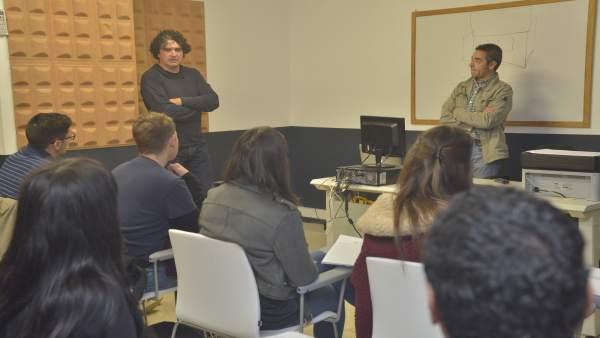 El director de producción de 'Fariña', Pepe Ripoll en un curso en Santiago