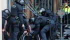 Independentistas se encadenan en las puertas del TSJC