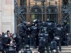 Detenidos 14 activistas por bloquear el acceso al TSJC en Barcelona
