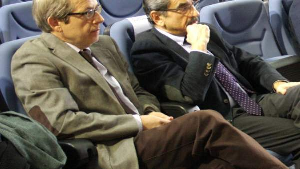 Francisco Baena y Pedro Félix Casanova, en el Claustro de la UJA.