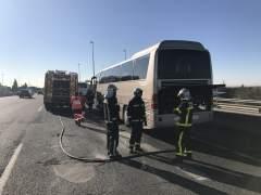 Arde el motor de un autobús escolar en la A-6