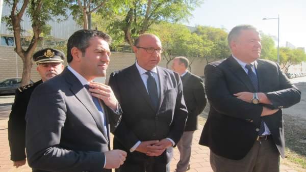 Germán López Iglesias, en el centro junto a Bernabé y al alcalde de Alcantarilla