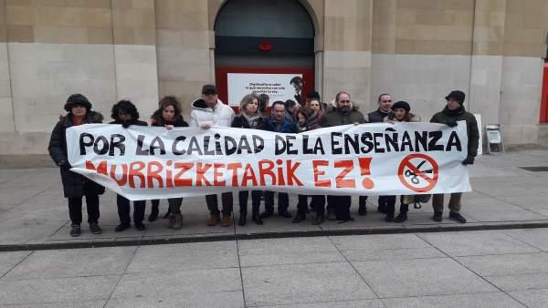 Concentración de sindicatos de educación para pedir reversión de recortes.