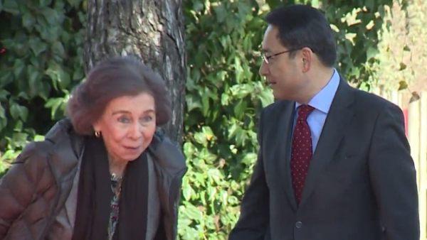 Susto de la reina Sofía en un acto en el Zoo de Madrid