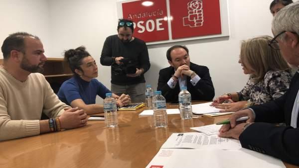 Representantes socialistas con Jusapol en Huelva.
