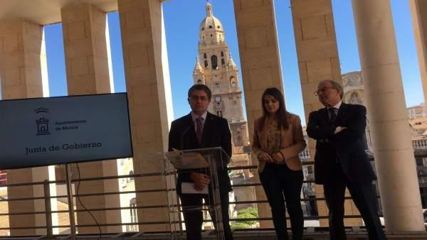 Jesús Pacheco, Rebeca Pérez y Felipe Coello dan cuenta Junta