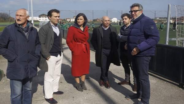 La alcaldesa y representantes del Racing