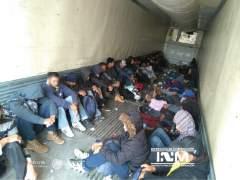 Rescatados 103 inmigrantes abandonados en un camión en México