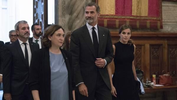 Ada Colau y el rey Felipe VI