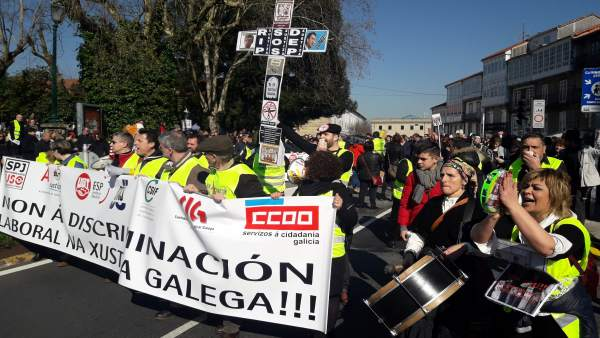 Manifestación de funcionarios judiciales este sábado en Santiago