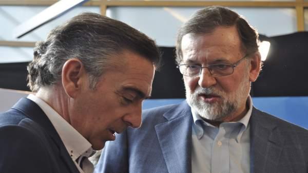 El presidente del Gobierno de España, Mariano Rajoy, con Luis María Beamonte.