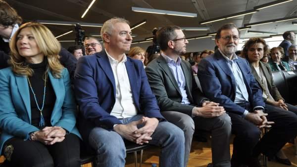 Rajoy ha asistido  a la intervención de Beamonte.