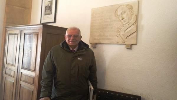 Soria.- Borrell, a su llegada al IES Antonio Machado