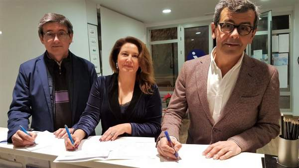 Manuel Cortés, Carmen Crespo y Juan Ramón Ferreira (PP), en Adra (Almería)