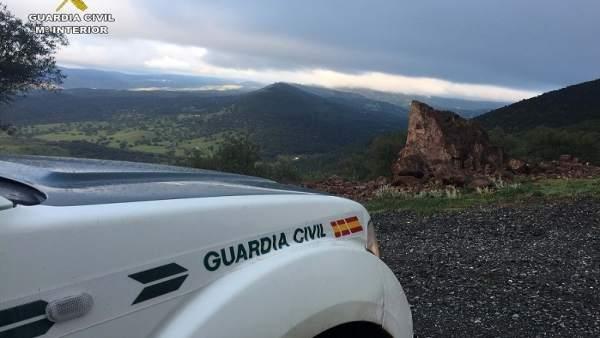 Coche de la Guardia Civil en la Sierra de Huelva.