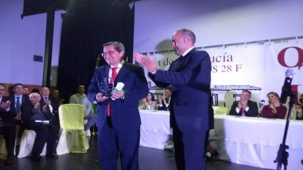 La Diputación de Granada recibe el premio 28 de febrero en Otura