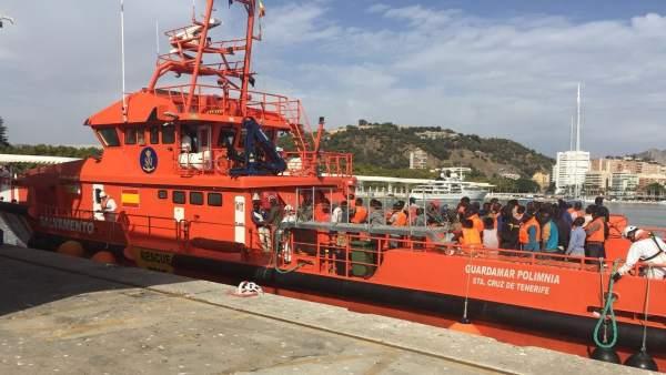 Inmigrantes llegados al puerto de Málaga