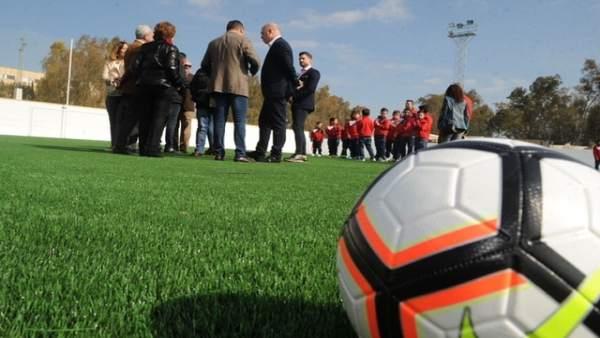 Campo de fútbol de Montemayor inaugurado tras la inversión en césped artificial