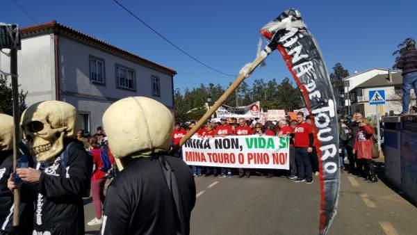 Protesta en Touro contra la futura mina de cobre
