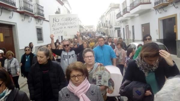 Manifestantes en Fuentes de Andalucía