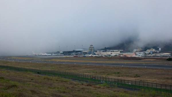 Niebla en el aeropuerto Tenerife Norte (Los Rodeos)