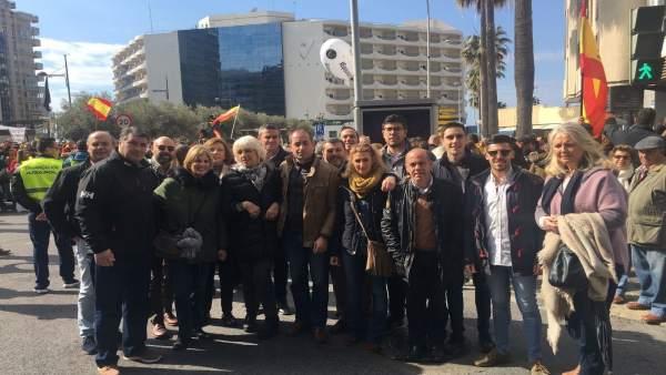Representantes del PP en la manifestación de Jusapol en Cádiz