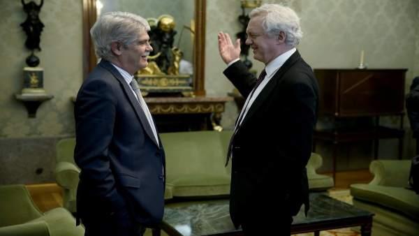 Dastis con David Davis, ministro británico para el Brexit