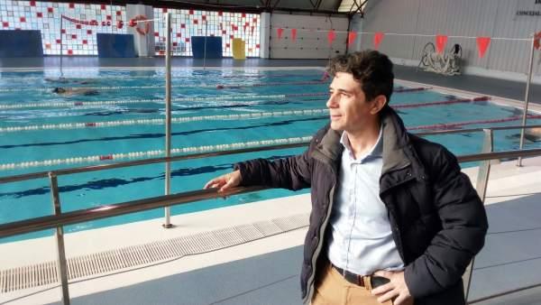 José María Álvarez, en la piscina de La Salobreja tras su reapertura.