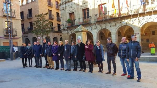 Mesa y Junta de Portavoces del Parlamento de Navarra en Viana.