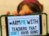 #ArmMeWith: los profesores estadounidenses se movilizan tras la matanza de Florida