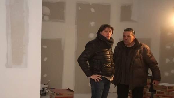 EL alcalde de Soria, Carlos Martínez (izq), con el arquitecto Tomás Hergueta