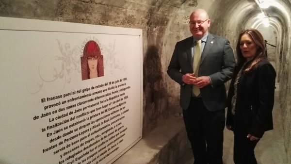 El alcalde de Jaén y la concejala de Turismo, en el refugio antiaéreo.