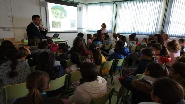 López, durante el encuentro con los alumnos