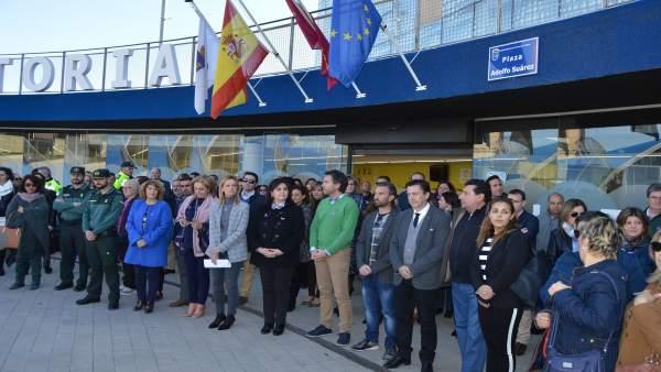 Imagen de la concentración a las puertas del Ayuntamiento