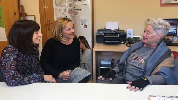 Sarabia y Romero con presidenta de la Asociación de Pacientes por Chare Guadalho