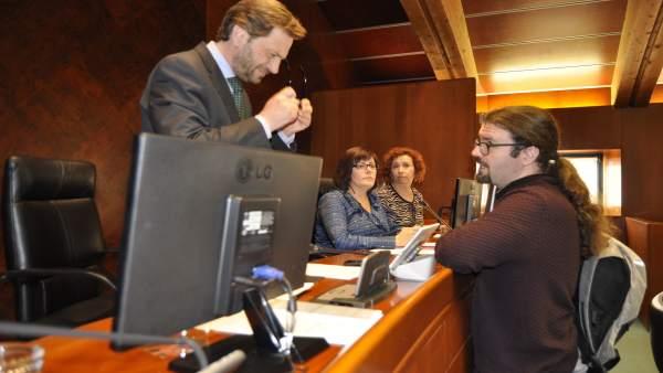 Inscritos en Podemos votan a favor de los presupuestos 2018.