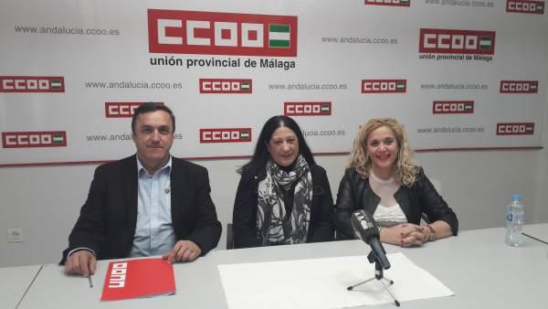 Loli García Caparrós, Fernando Cubillo y Reme Ramos en un acto sobre Caparrós