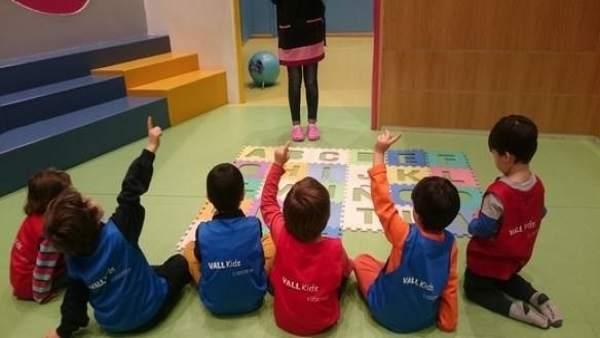 Niños en uno de los talleres de Vallsur
