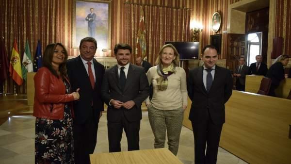 Ediles del PP durante el pleno de febrero del Ayuntamiento de Sevilla